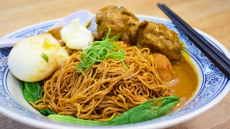 咖喱干捞面 (Dried Tossed Noodles with Curry)