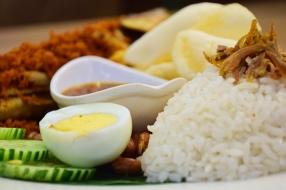 椰浆饭 (Nasi Lemak)