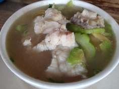 苦瓜鱼片米粉 Rice vermicelli served in bitter gourd and fish slice soup