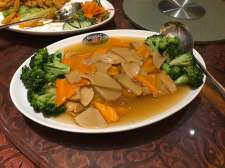 豆皮灵菇菜花 Broccoli with Mushroom and Beancurd Skin